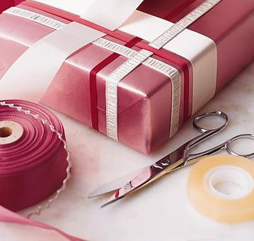 Emballer un cadeau - Comment faire un papier cadeau ...